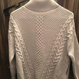 White turtleneck sweater xs